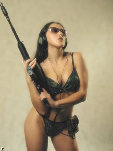 girls_with_guns_06